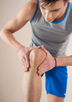 man_young_knee-pain